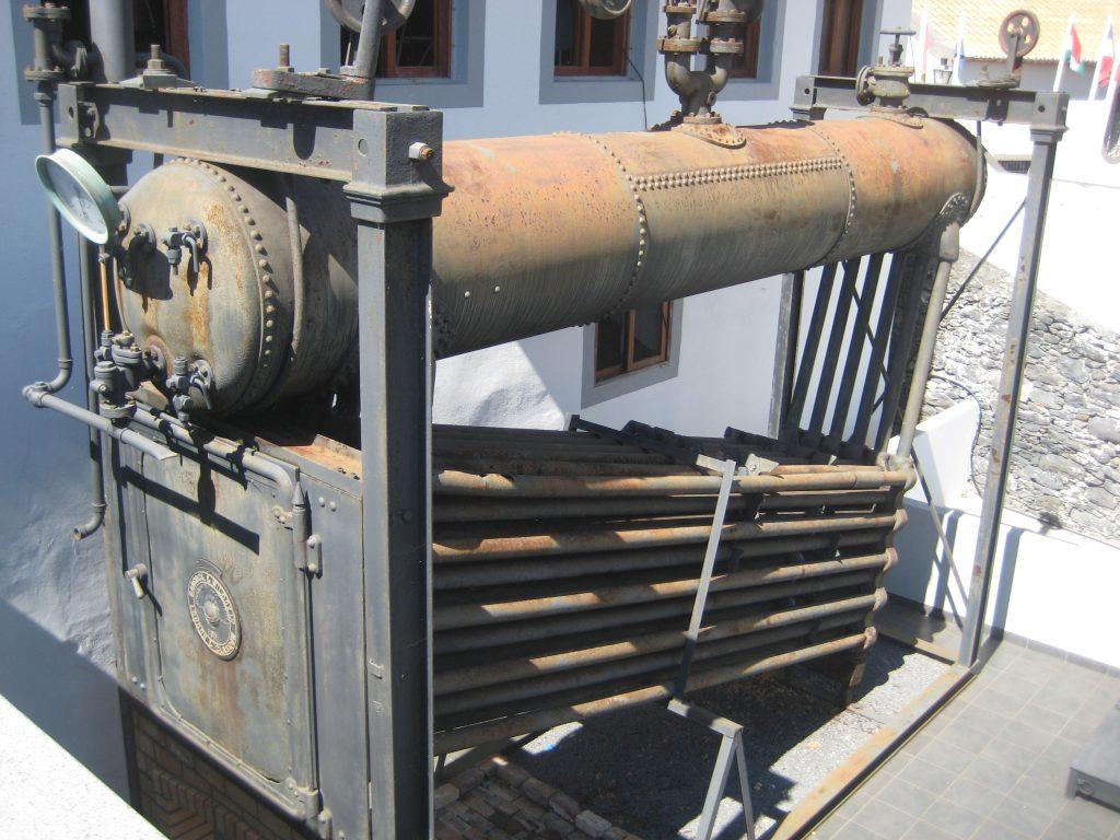 Dampmaskine til romproduktion