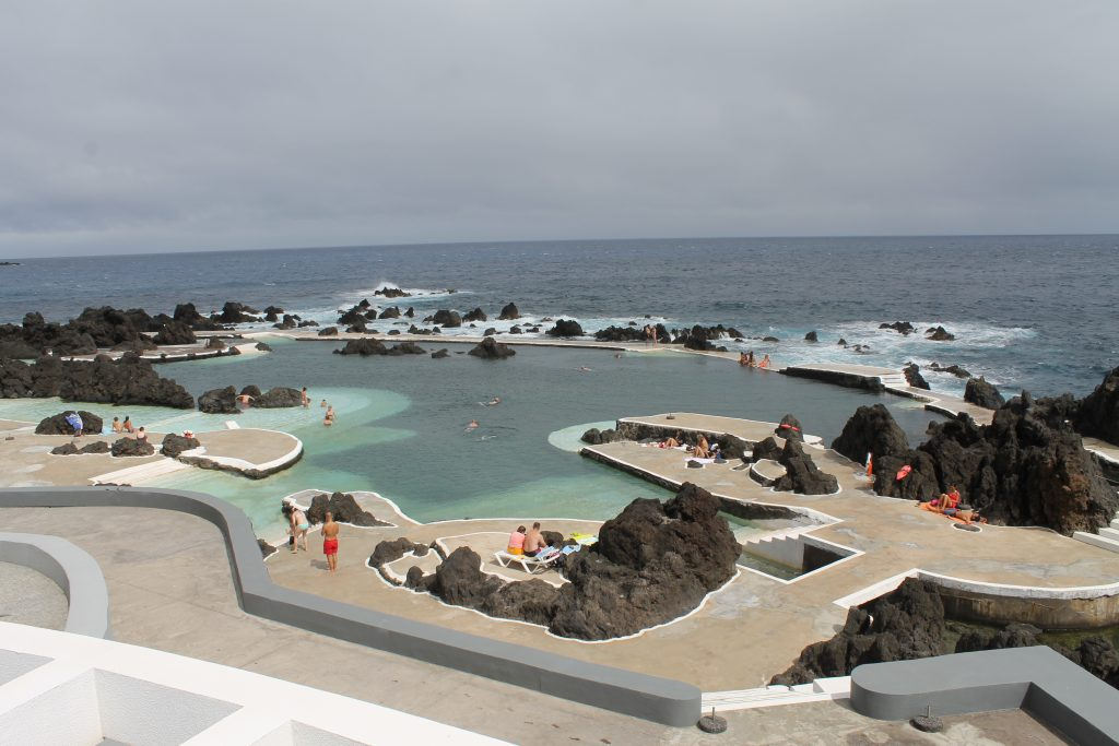 Swimmingpool med lavasten, Madeira