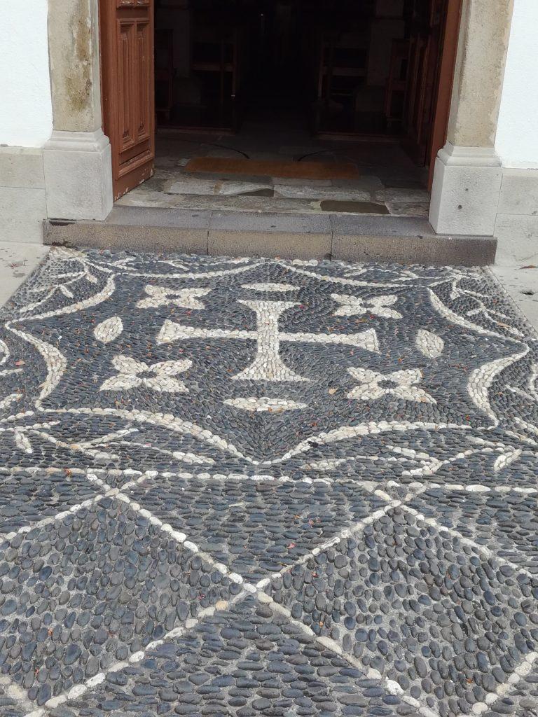 Foran kirken, Vila Baleira