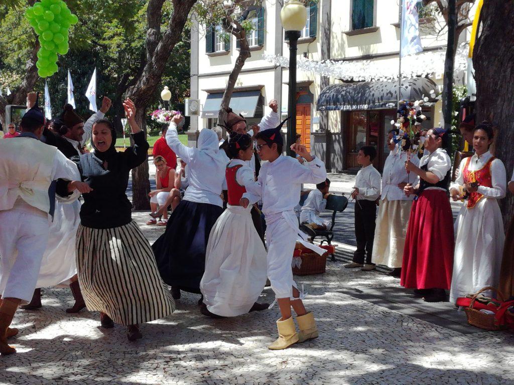 Folkedans i gaderne i Funchal, Madeira