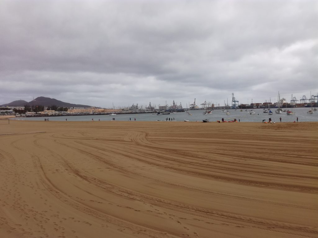 Stranden med ankerpladsen i baggrunden ved Las Palmas