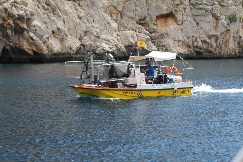 Cala Gossalba, oprydningsbåd!